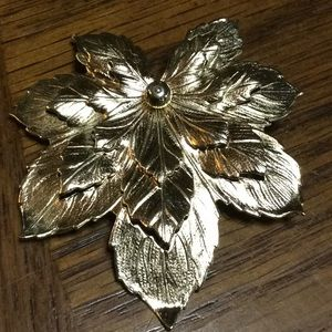 Vintage Sarah Coventry leaf brooch